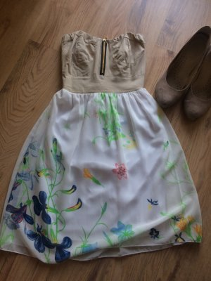Gemustertes Kleid für jeden Anlass