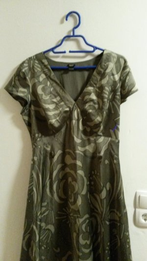 Gemustertes Kleid in Satin-Optik