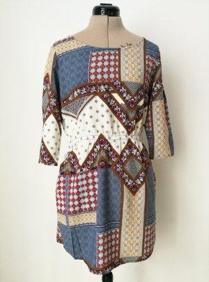 gemustertes Kleid mit Ärmeln und Taillengummi