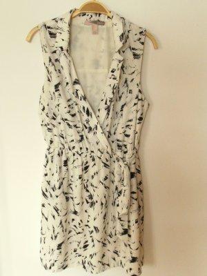 gemustertes Kleid mit Gürtelzug