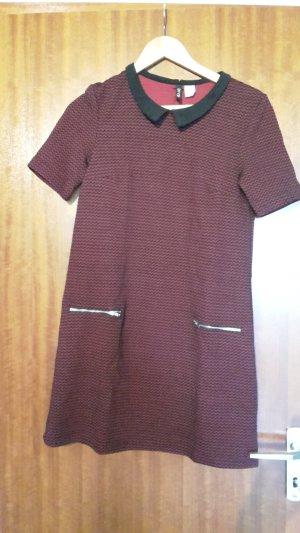 Gemustertes Kleid mit Kragen