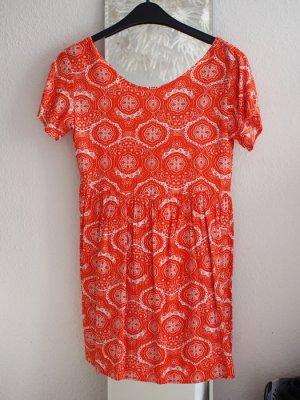 Gemustertes Kleid mit Schnürung von Motel