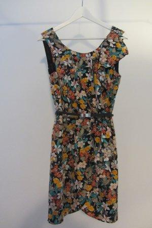 Gemustertes Kleid mit Volant