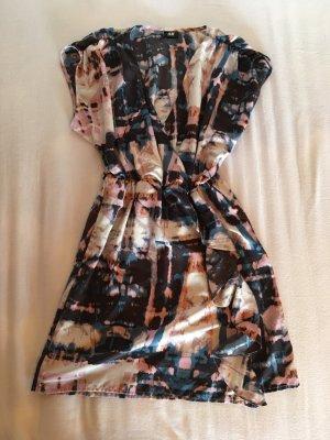 Gemustertes Kleid mit Wickeloptik