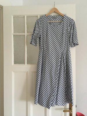 Gemustertes Kleid vom COS