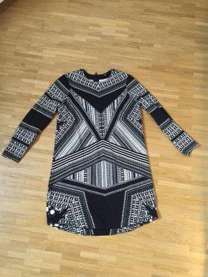 Gemustertes Kleid von H&M, wirklich cool