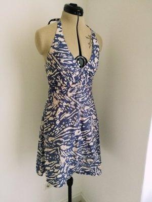 gemustertes Neckholder Kleid mit ausgestelltem Rock