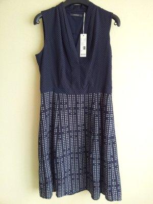 Gemustertes neues Kleid