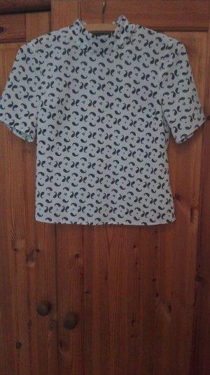 gemustertes Shirt mit hohem Kragen