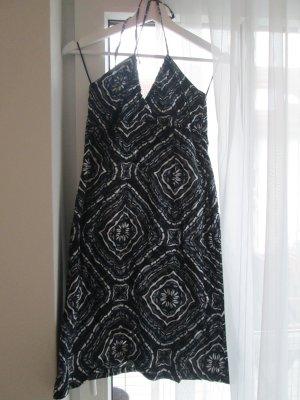 Gemustertes Sommerkleid in Grautönen