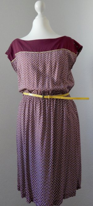 gemustertes Sommerkleid mit Gürtel