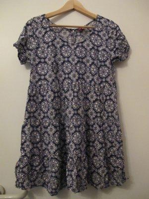 gemustertes T-Shirt-Kleid von H&M
