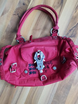 George Gina & Lucy Tasche in *Rot*