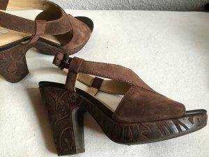 Geox Sandaletten in schokobraun mit schönem Muster