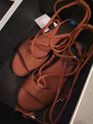 Geox Sandalo con cinturino e tacco alto marrone