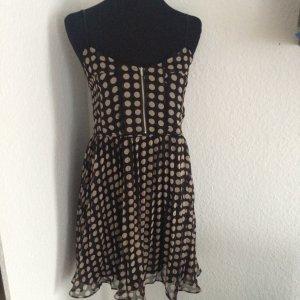 Gepunktetes Kleidchen von 'believe' aus kleiner Pariser Boutique