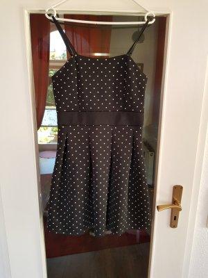 Gepunktetes Rockabilly Kleid