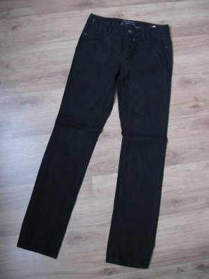 Gerade geschnittene schwarze Jeans
