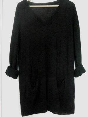 gerade geschnittenes, schwarzes Pulloverkleid