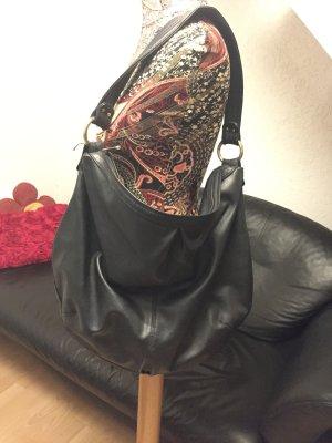 Geräumige schwarze Tasche