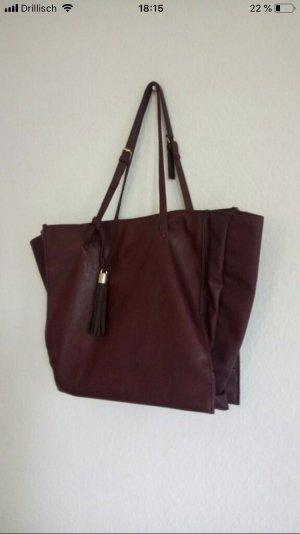 Geräumige Tasche in brombeere