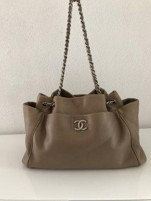 Geräumiger Chanel Shopper in Taupe/dunklem Beige