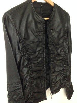 Geraffte Lederjacke in schwarz