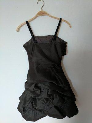Gerafftes Grau/Schwarzes Kleid