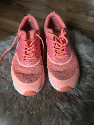 Gerne getragene Nike Thea Atomic Pink