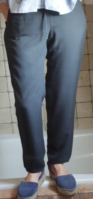 Gerry Weber, leichte lässige Hose, 100% Rayon, dunkelgrau, Chino, Bändchen, Gummizug, Tunnelzug in der Taille, 2 Taschen, locker, luftig, sehr bequem, am Saum leicht gezogen mit Gummi, neuwertig, Gr. S/M, Gr. 36/38