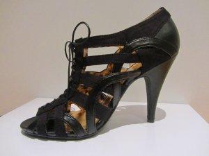 Geschnürte Sandaletten schwarz