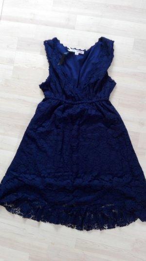 Gespitzte Kleid