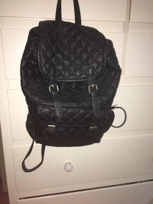 Gesteppter schwarzer Rucksack