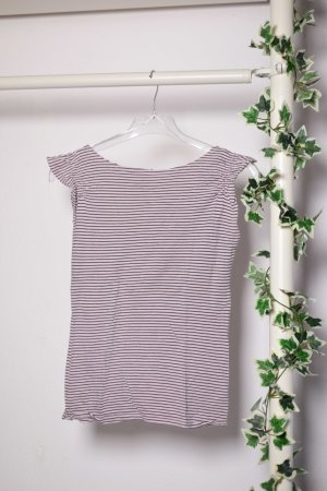 Gestreifetes Shirt mit Rüschen