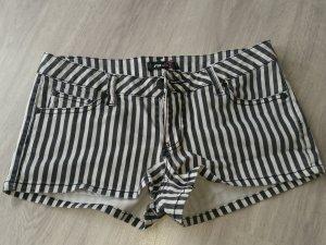 Gestreifte Hotpants mit Taschen