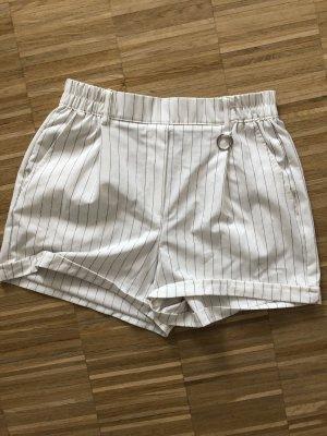 Gestreifte kurze Shorts für den Sommer