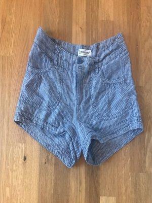 Gestreifte kurze Stoff-Shorts