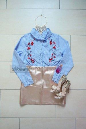 Blusa con lazo multicolor