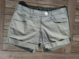 gestreifte Shorts mit vier Taschen