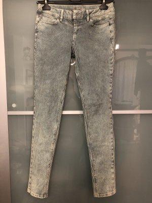 Gestreifte Skinny Jeans Größe 28