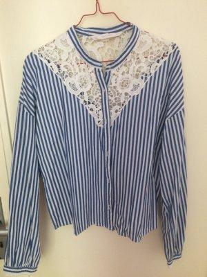 Gestreifte und bestickte Bluse von Zara