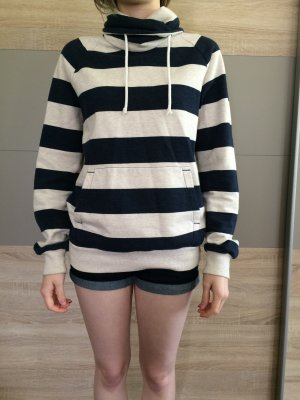 Gestreifter H&M Sweater mit Bauchtasche