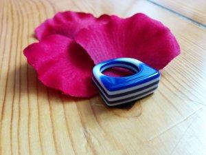 Gestreifter Kunststoff Ring Blickfang blau weiß Gr. 54 NEU