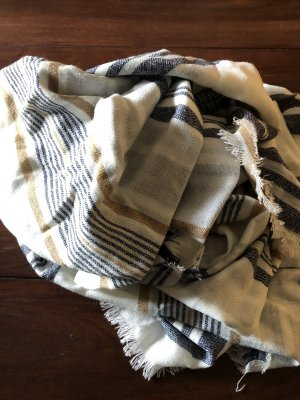 Gestreifter Schal