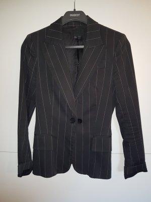 Gestreifter schwarzer Blazer von Zara