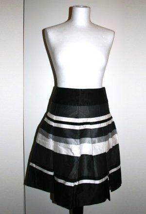 Gestreifter Taillenrock mit Falten – schwarz/grau/weiß