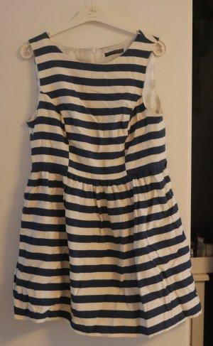 Gestreiftes Kleid, toll für den Sommer