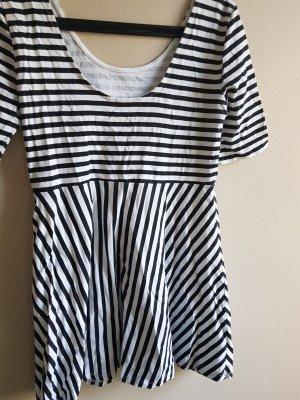 Gestreiftes kurzes Kleid