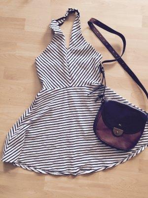 Gestreiftes kurzes Neckholder Kleid - Perfekt für den Urlaub!