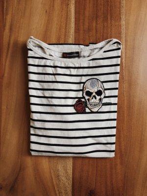 Gestreiftes Shirt mit 3/4 Armlänge und Totenkopf Patch